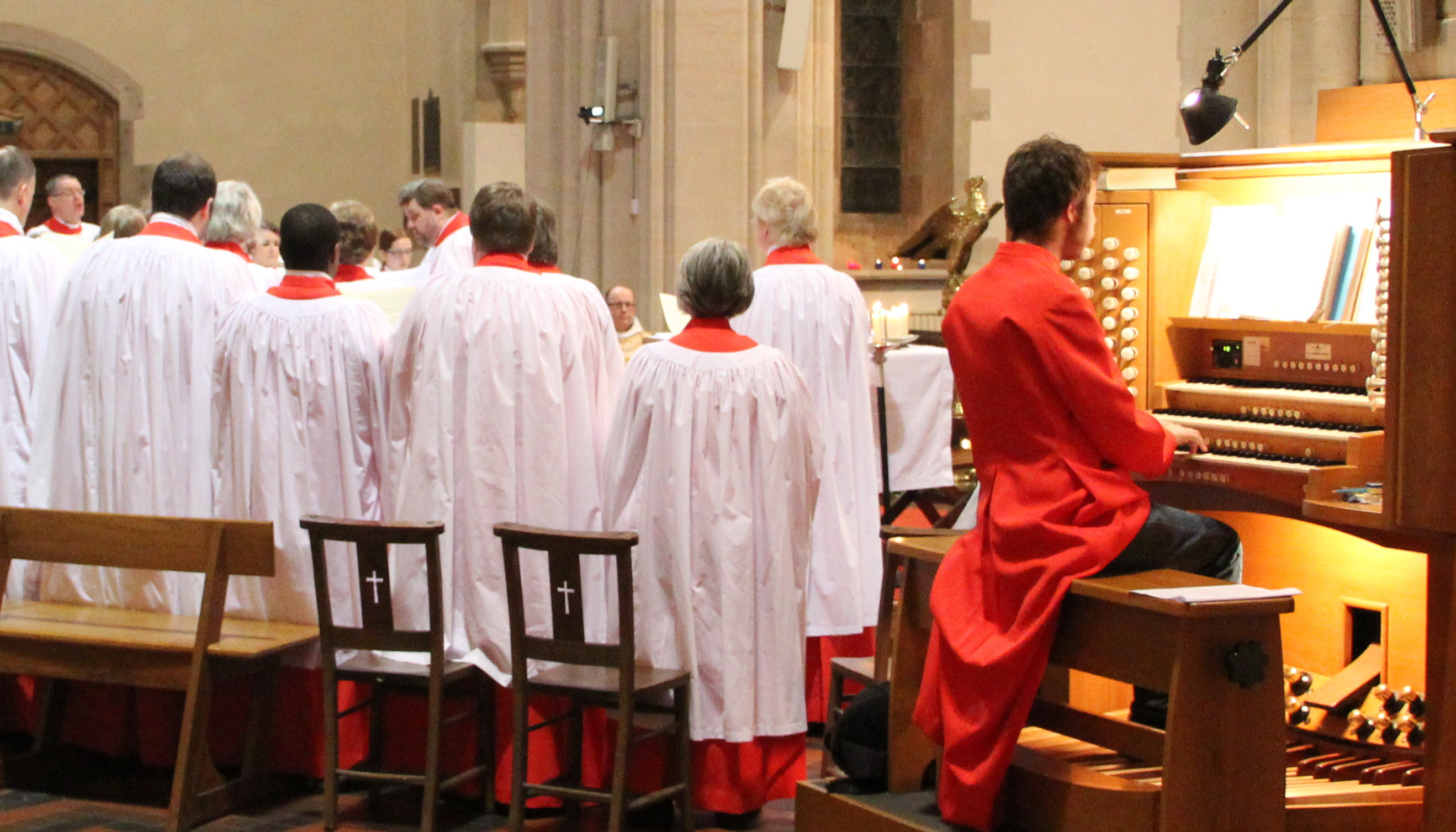 choir and console 700×400
