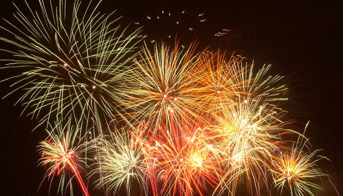 fireworks-1-1563543-700x400